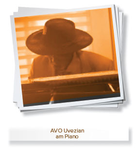 AVO Uvezian am Piano